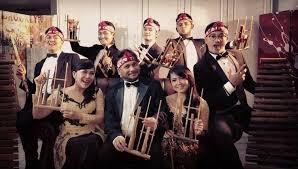 2 Musisi Purwakarta ada di JEI Angklung, Band etnik yang dikagumi di luar negeri