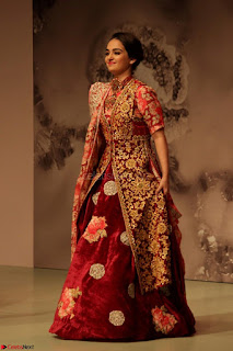 Pallavi Jaikishan Celete 45year In Industry witha beautiful Fashion Show 05.JPG