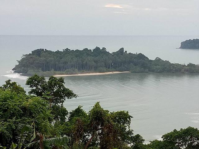 หาดไก่เบ้เป็นหาดที่เงียบสงบมีความเป็นส่วนตัว