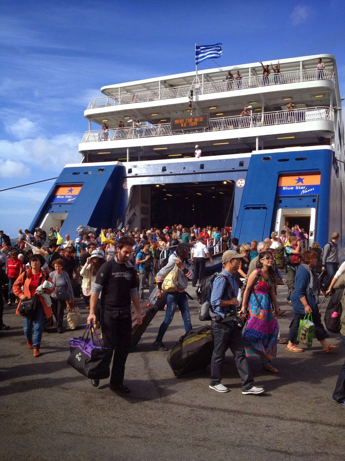 Santorini - Mass exodus off the ferry