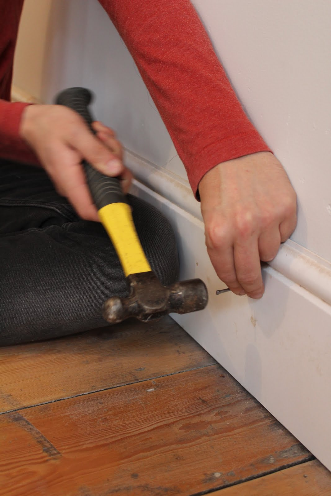How to fix skirting boards to the wall