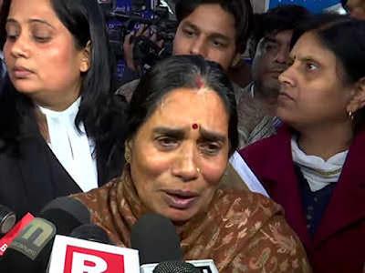 Dilhi-Nirbhaya-mother-breaks-down-in-court