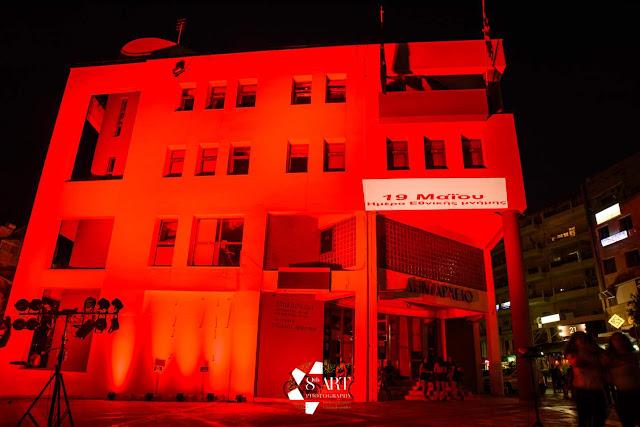 Φωταγωγήθηκε κόκκινο το δημαρχείο Κορδελιού-Ευόσμου και το μνημείο Γενοκτονίας των Ποντίων