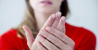 Σημάδια στα χέρια που δείχνουν ψωρίαση, ενδοκαρδίτιδα, ρευματοειδή αρθρίτιδα
