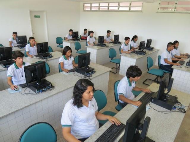 Concurso para professor no Ceará tem 2,5 mil vagas e salários de até R$ 3,5 mil