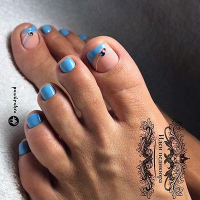 unhas decoradas com emalte azul