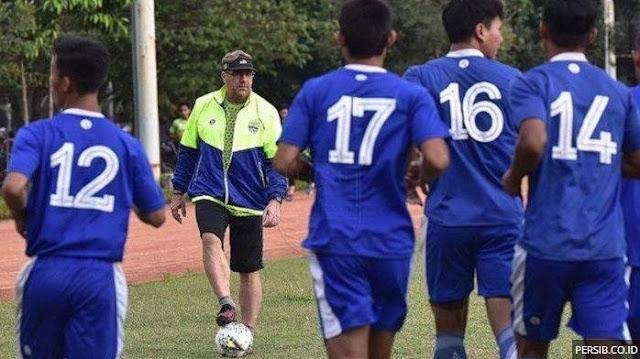 Transfer Pemain Persib Bandung: Robert Kirim Sinyal Coret Dua Pemain Asing