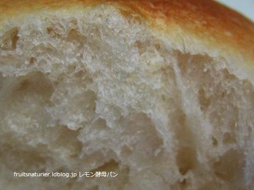 自家製レモン酵母で焼いたパン
