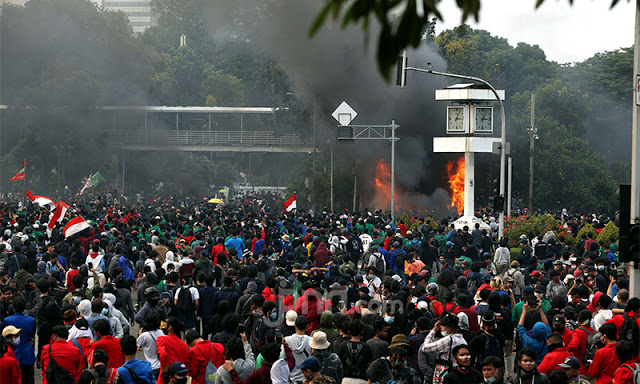Setahun Jokowi-Ma'ruf, Buruh-Mahasiswa Kepung Istana 20 Oktober