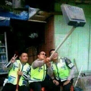 Gambar dp bbm foto selfie ala pak polisi