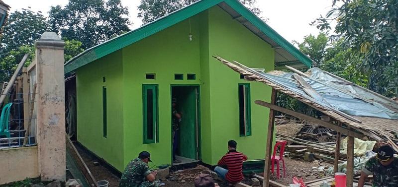 Satgas TNI Manunggal Membangun Desav(TMMD) Ke- 107 Kodim 0608/ Ciabjur Bangun Dua Rumah Milik Warga