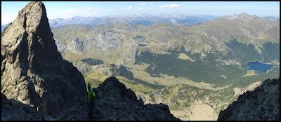 Buscando la chimenea de salida para llegar a la cima del Midi