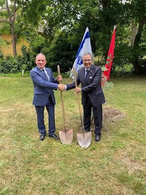 """النمسا والمغرب وإسرائيل يزرعون """"أرز الصداقة"""""""