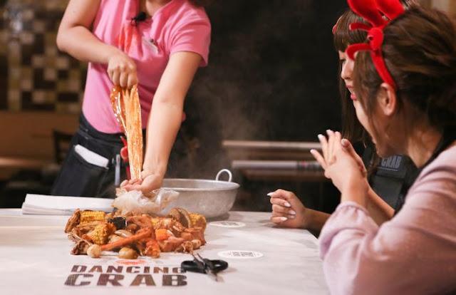 Yuk Nikmati Pengalaman Menyantap Hidangan Lezat dengan Tangan Kosong di Dancing Crab!