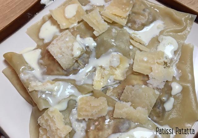 recette de raviolis aux oignons, farce aux oignons nouveaux, raviolis wonton, feuillets à raviolis wonton, raviolis maison, pâtes, raviolis, faire des raviolis, plat principal, patissi-patatta