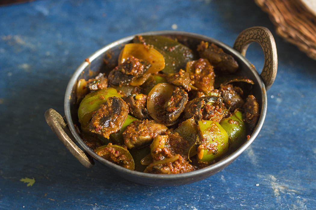 Kadhai Mushroom curry with capsicum and onions