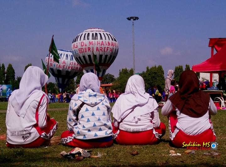 Nonton Balon Udara di Alun-alun