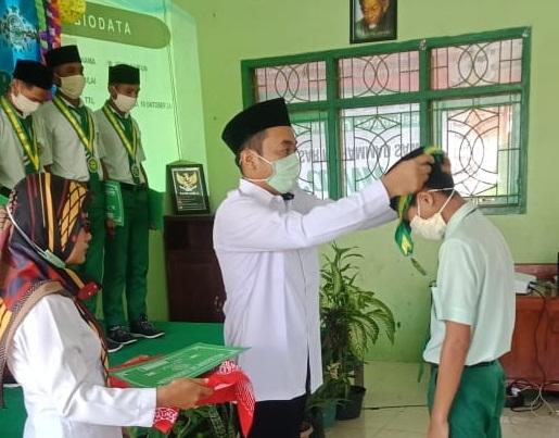 Suasana Haru Warnai Purnawiyata 2020 MTs. Ma'arif NU Tanjungsari