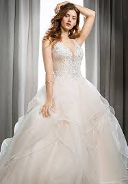 What To Wear When Trying On Wedding Gowns