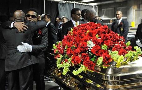 Jenazah Michael Jackson saat dikuburkan 2009 silam, Ternyata Tidak Ada di Dalam Peti