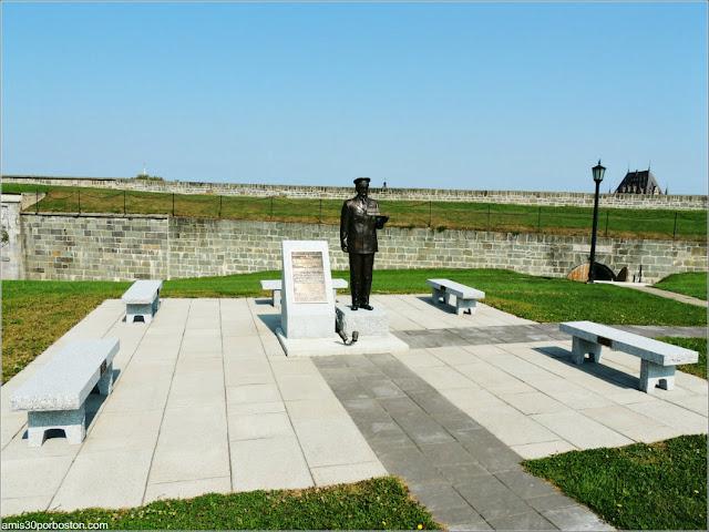 Estatua del Subteniente Jean Couture en la Ciudadela de Quebec