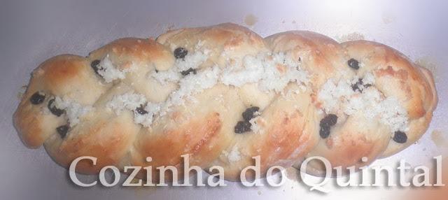 Pão Doce Trançado Caseiro na Cozinha do Quintal