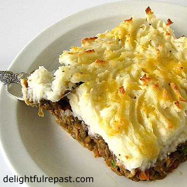Shepherd's Pie or Cottage Pie - Classic British Comfort Food / www.delightfulrepast.com