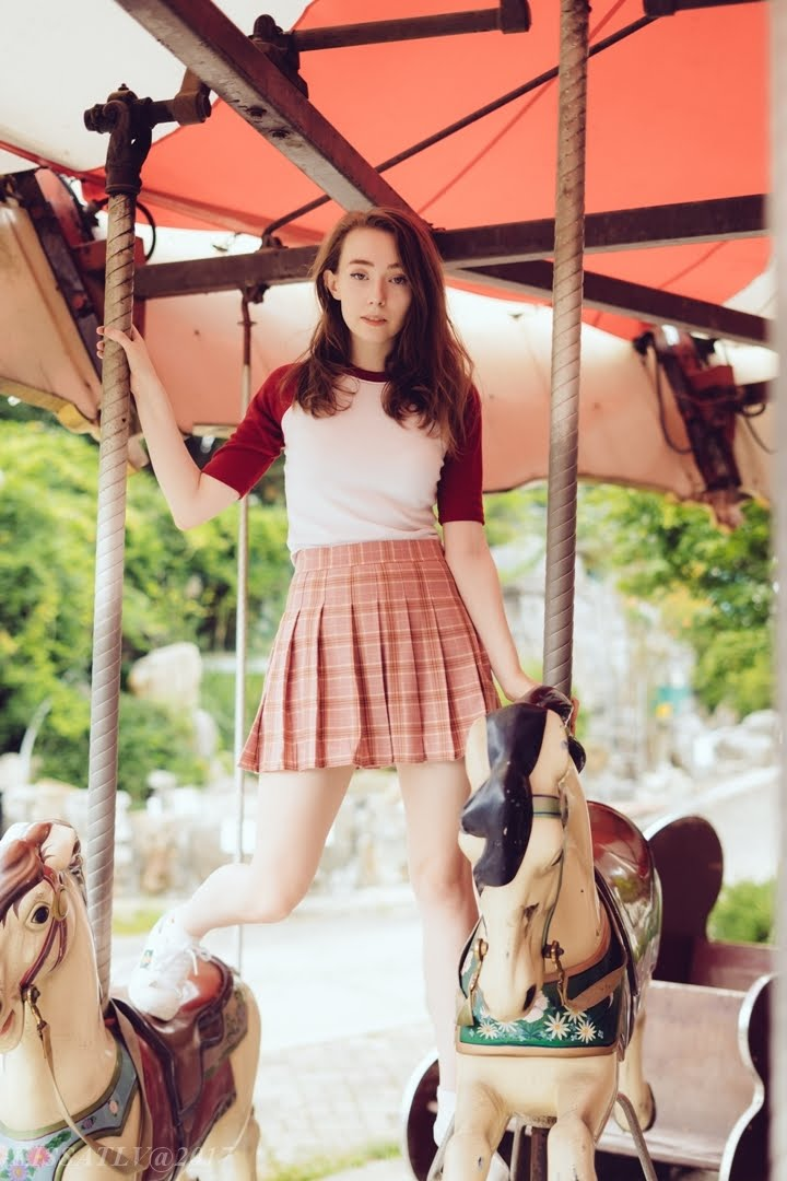disused theme park photoshoot inspiration uk south korea fashion blogger