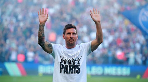 Lionel Messi was introduced to the Paris St-Germain fans #momusicdate
