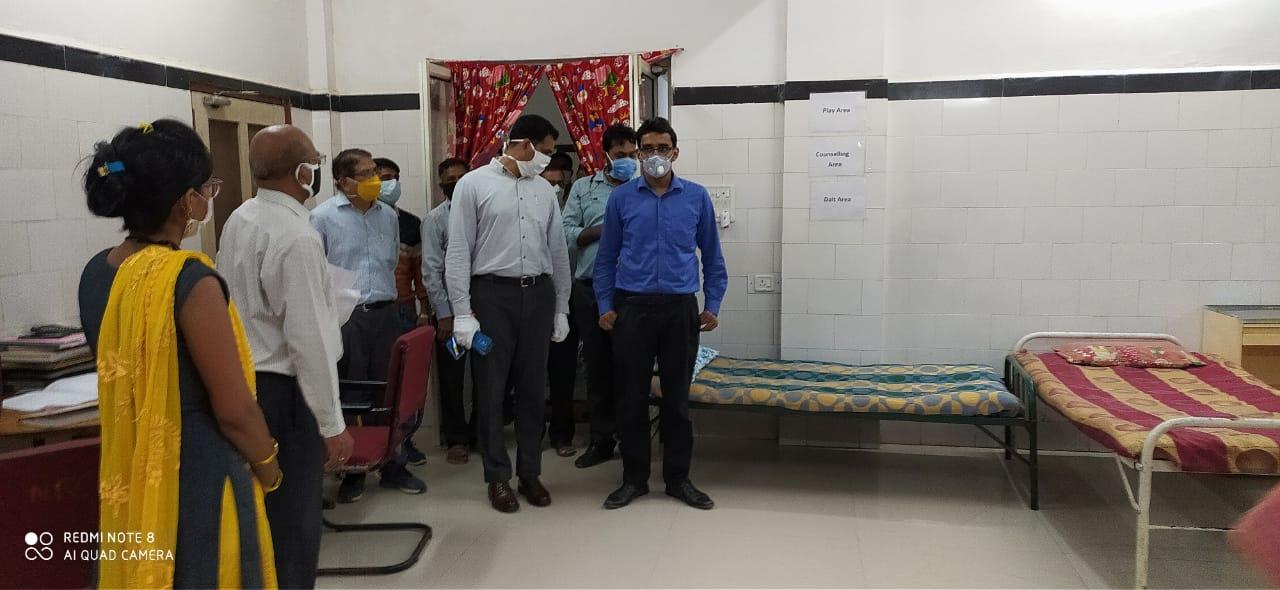 कलेक्टर रोहित सिंह ने जिला चिकित्सालय का आकस्मिक निरीक्षण किया