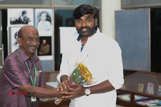 Iraivi Team Pos at 14th Chennai International Film Festival Event  0011.jpg