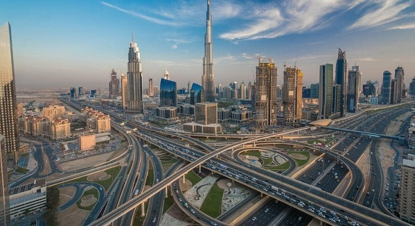 Experience of shopping and what to buy when traveling in the UAE city of Dubai