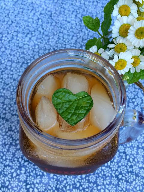 Sweet Tea with fresh mint hearts - www.jacolynmurphy.com