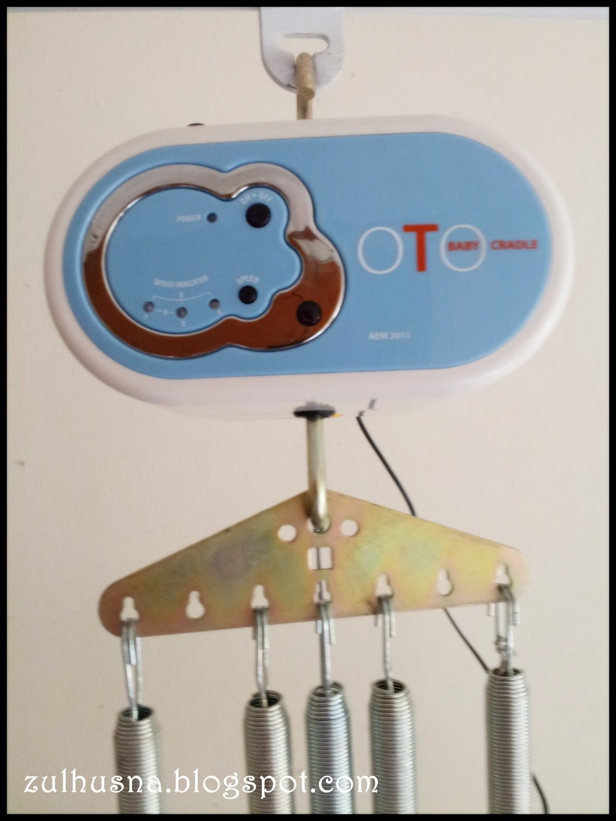 Aku Amp Kamoo Electronic Baby Cradle With Remote Control