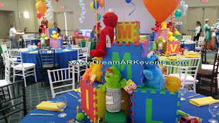 Elmo theme balloon decoration