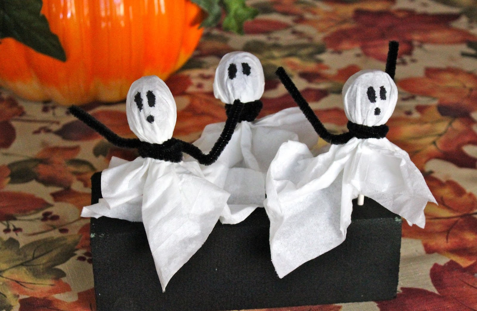 Kid Friendly Halloween Snacks and Crafts: includes Mummy Dogs, Ghost Pops and Shrieking Pretzels