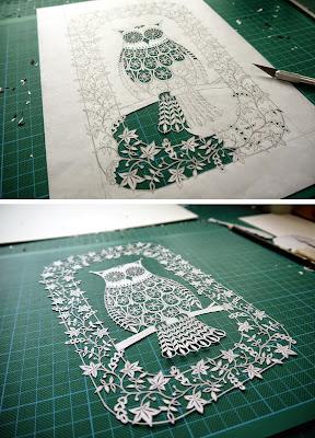 Un increíble búho con detalles de flores cortado a mano en papel  con bisturí.