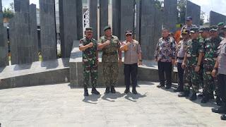 Panglima TNI Tinjau Perbatasan Darat Indonesia – Malaysia di Entikong
