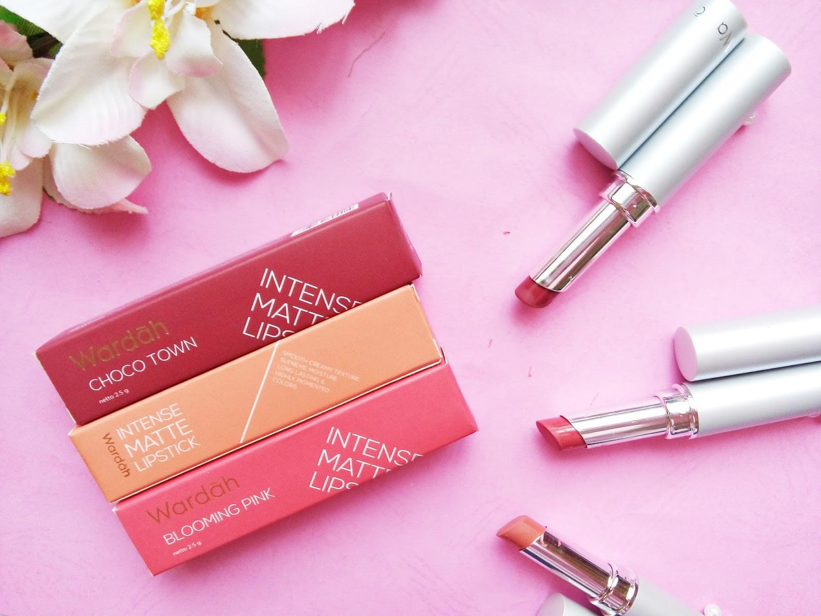 Box packagingnya cantik ban beda dengan kemasan produk lipstick Wardah yang biasanya Karena box