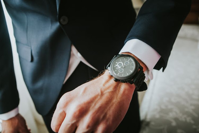 5-Cara-Memilih-Jam-Tangan-Pria-untuk-Acara-Profesional