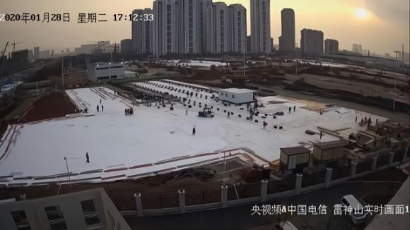 Hàng triệu người Trung Quốc trắng đêm xem livestream quá trình xây dựng bệnh viện dã chiến chống virus corona