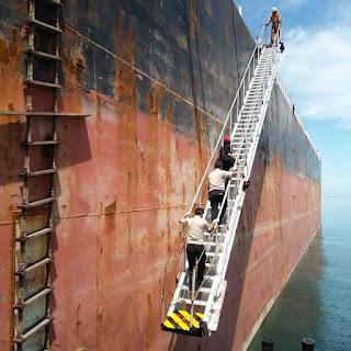 Status Aman Dari Virus Korona, Satu Kapal Barang  Yang Datang Dari China Di Pelabuhan Makassar