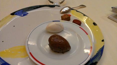 Chariot des desserts restaurant Guy Savoy Paris.