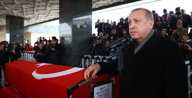 Η επέμβαση στη Συρία δεν «τόνωσε» τον Ερντογάν