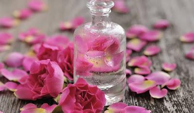 ماء الورد و فوائده للصحة و الجمال
