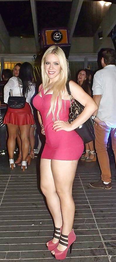 Luciendo El Gordo Trasero En Vestido Corto Girl Teens Possing