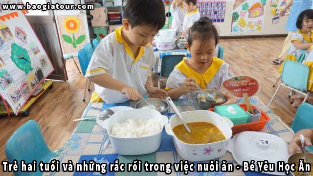 Trẻ hai tuổi và những rắc rối trong việc nuôi ăn - Bé Yêu Học Ăn