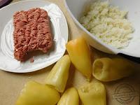 Papryczki faszerowane mięsem mielonym papryka nadziewana surowym mielonym mięsem i ryżem gotowana duszona sos pomidorowy oryginalny przepis na jak przygotować paprykę mechanik w kuchni mielone papryczka węgierska papryka strączkowa żółta słodka jesień w bulionie