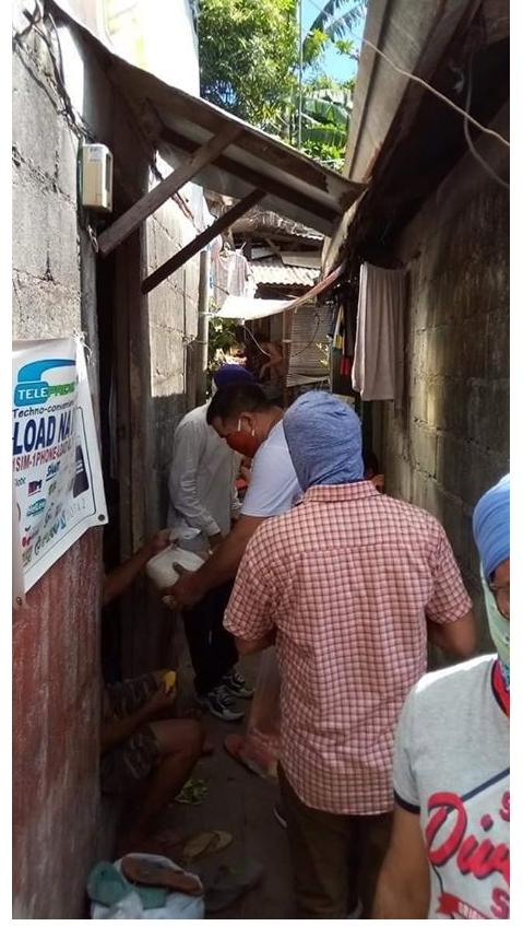 Bumbay nagbigay ng relief goods sa halip na maningil