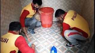 Polsek Tellu Siattinge Lakukan Jumat Bersih Cegah Covid-19 di Masjid Nurul I'tiqad